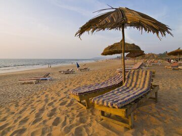 World___India_Deckchairs_on_the_beaches_in_Goa_066053_